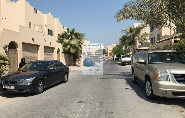 juffair fully renveted 4BR f/furnished villa for lease.