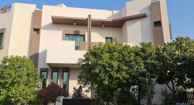 Luxurious and Amazing Villa in Saar for lease